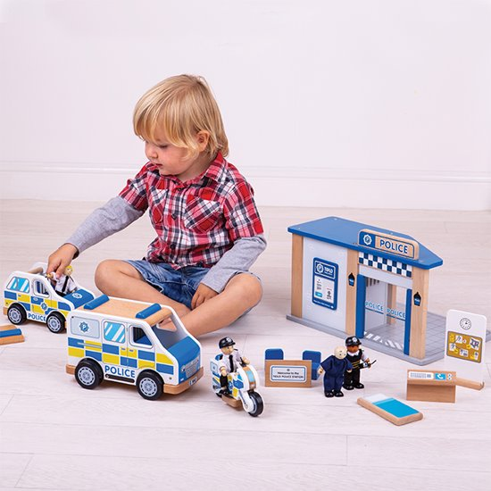 Small World Police Set